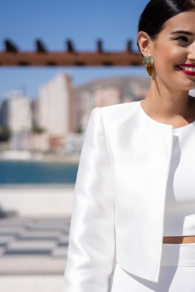detalle chaqueta blanca helena