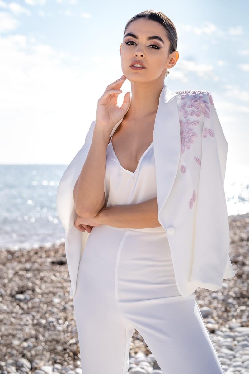 chaqueta blanca con bordados thelma