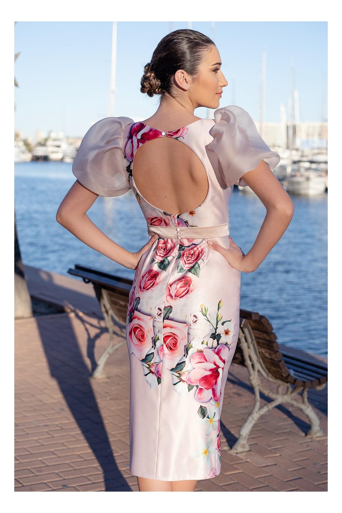 detalle de vista trasera del vestido de fiesta con espalda descubierta nadine