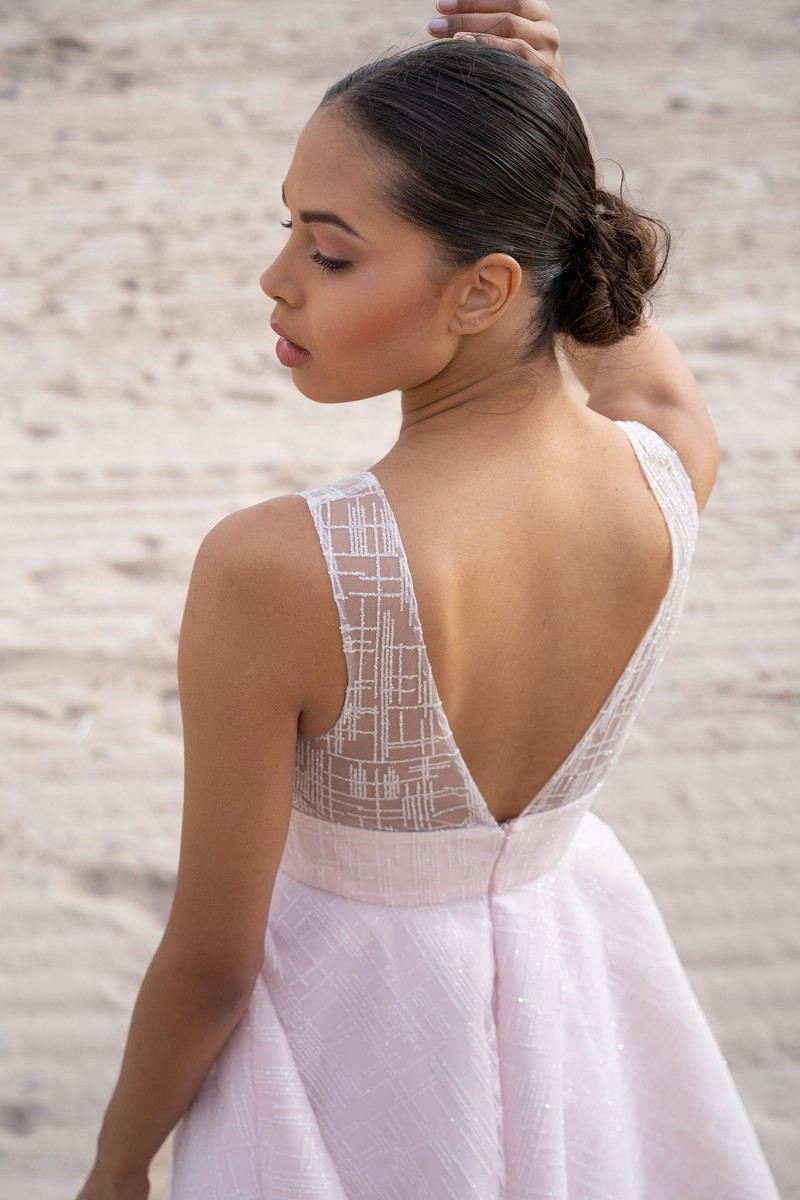 vista trasera vestido de fiesta anabelle con espalda descubierta